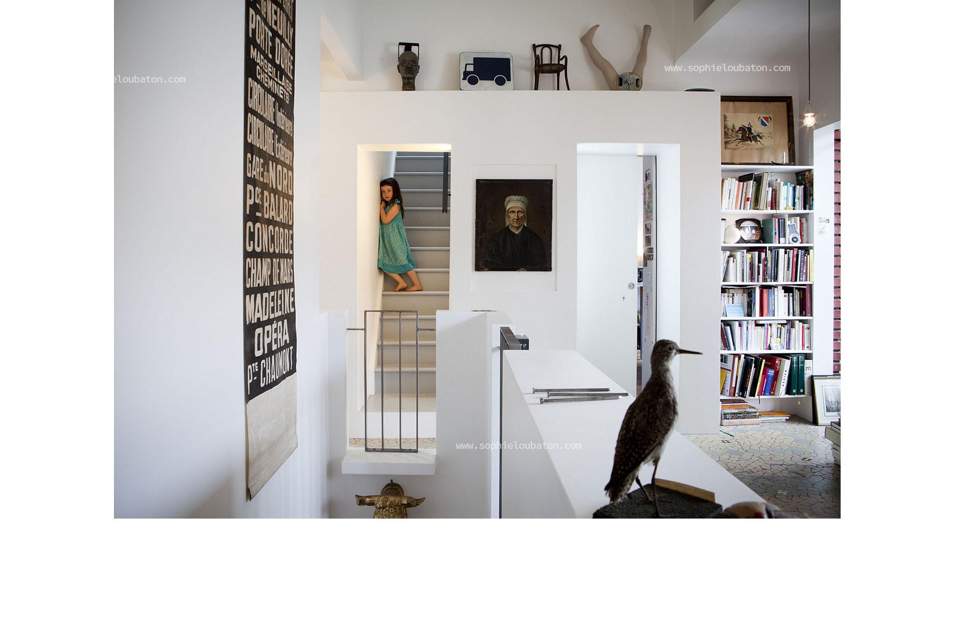niveau 1 = espace de circulation et bibliothèque. accès mezzanine.