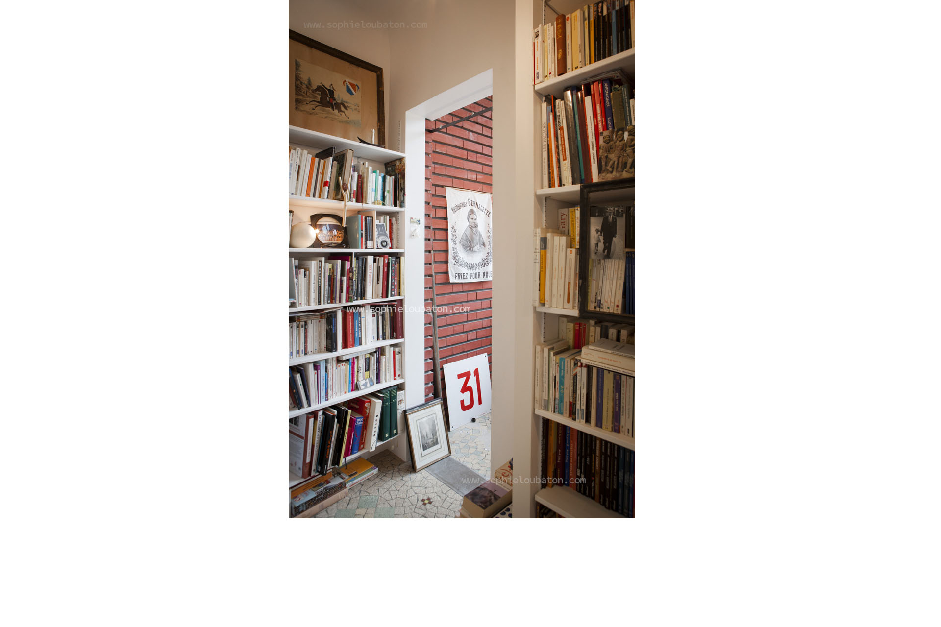 niveau 1 = accès façade sur rue. bibliothèque.